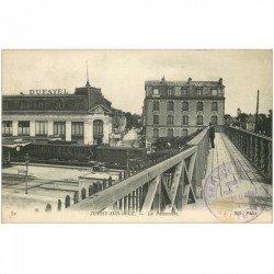 carte postale ancienne 91 JUVISY SUR ORGE. Passerelle sur Gare avec Train et magasin Dufayel 1916