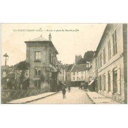 carte postale ancienne 02 LA FERTE-MILON. Mairie et Place du Marché au Blé 1917