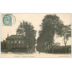 carte postale ancienne 14 LIVAROT. Cycliste Avenue de Vimoutiers 1904