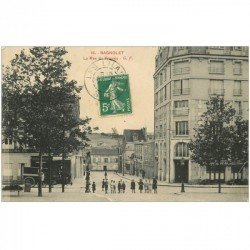 carte postale ancienne 93 BAGNOLET. Rue du Progrès devenue Rue Raoul Berton. Boulangerie à gauche et Café à droite 1913