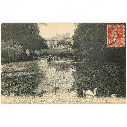 carte postale ancienne 93 GOURNAY SUR MARNE. La Pièce d'Eau du Château avec Cygnes et embarcation 1909