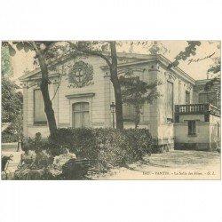 carte postale ancienne 93 PANTIN. Nurses avec landans devant la Salle des Fêtes 1907