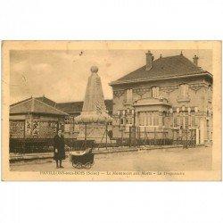 carte postale ancienne 93 PAVILLONS SOUS BOIS. Le Dispensaire et Monument aux Morts 1935 femme avec landau