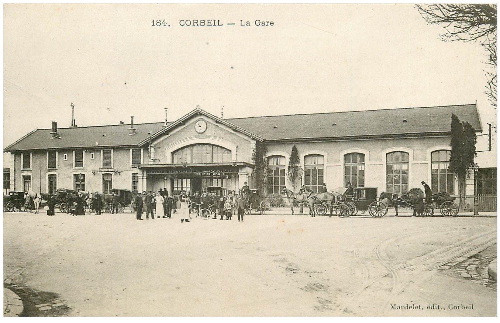 carte postale ancienne K. 91 CORBEIL. La Gare bien animée avec Fiacres