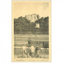 carte postale ancienne K. 91 ETAMPES. Tour de Guinette Donjon du Château. Gamins à bicyclette. Impeccable