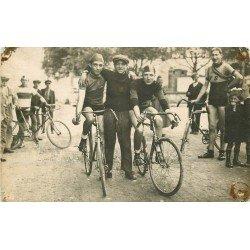 51 AY EN CHAMPAGNE Marne. Départ d'une Course de Vélos. Cyclistes et Sportifs. Rare Photo Carte Postale