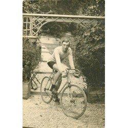 51 AY EN CHAMPAGNE. Le Champion coureur cycliste Dauge. Photo carte postale