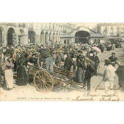 76 DIEPPE. La Vente du Poisson à la Criée 1902. Rare en carte colorisée...