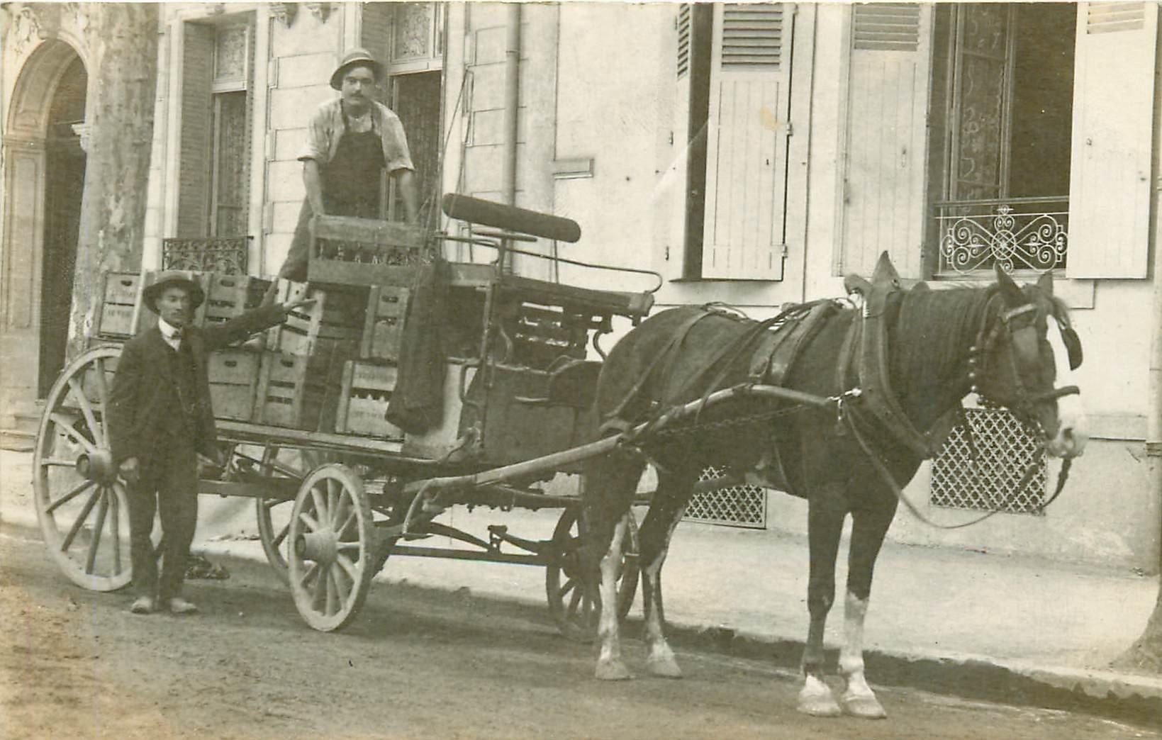 Transports et Métiers. Bel attelage pour livraisons de vins. Artisan Livreur et Cheval vers 1910