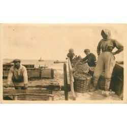 17 CHATELAILLON PLAGE. Les boucholeurs aux Réservoirs à Moules Métiers de la Mer