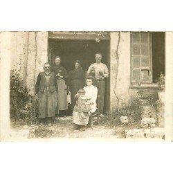 24 SAINT LEON D'ISSIGEAC. Famille de Viticulteurs. Photo carte postale ancienne 1913