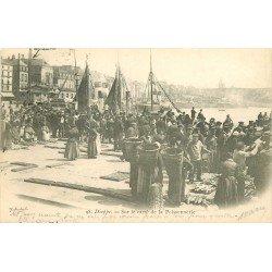 76 DIEPPE. Sur le Carré de la Poissonnerie vers 1906. Poissons et Crustacés Métiers de la Mer et Port