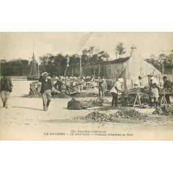 17 ILE D'OLERON. Le Château. Trieuses d'Huîtres au Port 1917 Métiers de la Mer