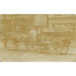 Ancienne Photo Carte Postale d'un Livreur de boissons avec son attelage devant le Coiffeur Parisien et l'Epicerie