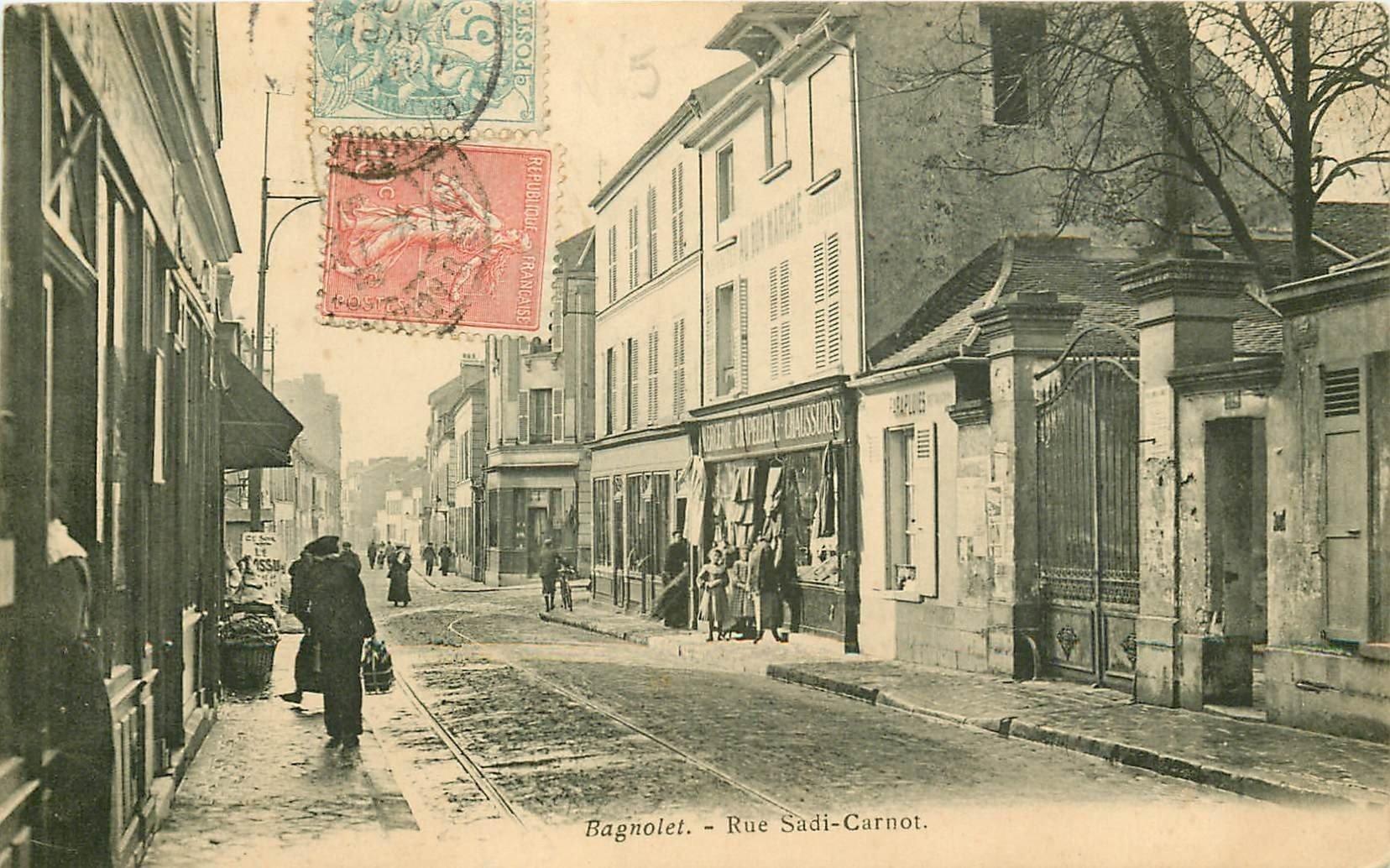 93 BAGNOLET. La Rue Sadi Carnot 1905. A doite la Rue Berton et les grilles de la Maison du d'un Artiste Peintre