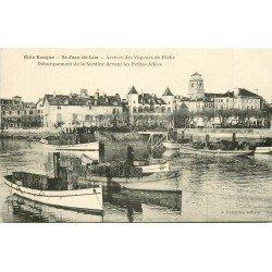 64 SAINT JEAN DE LUZ. Arrivée des Vapeurs de Pêche débarquement de la Sardine devant Petites Allées