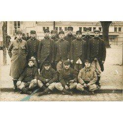 78 VERSAILLES. Groupe de Militaires fumant la pipe. Photo carte postale 1916