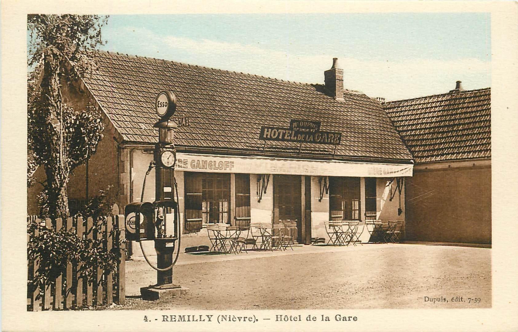 58 ROMILLY. Rare Café Hôtel de la Gare avec superbe Pompe à essence