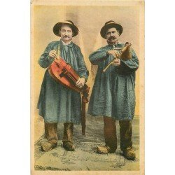 Folklores et Légendes. Musiciens en Auvergne Vielleur et Cabretaïre