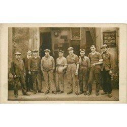 PARIS XX. Les Ouvriers de la Fabrique des meubles Bellenger au 10 rue Planchat. Photo carte postale