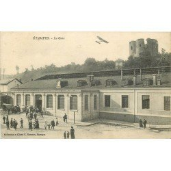 91 ETAMPES. La Gare et Aéroplane