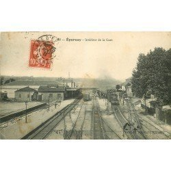 51 EPERNAY. Train et Locomotive dans la Gare 1911