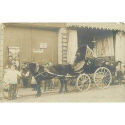 PARIS 09. Superbe Attelage deux places avec capote devant un Tapissier Rue Saint Georges. Photo carte postale