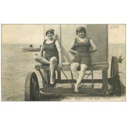 carte postale ancienne 14 OUISTREHAM. Baigneuses 1938