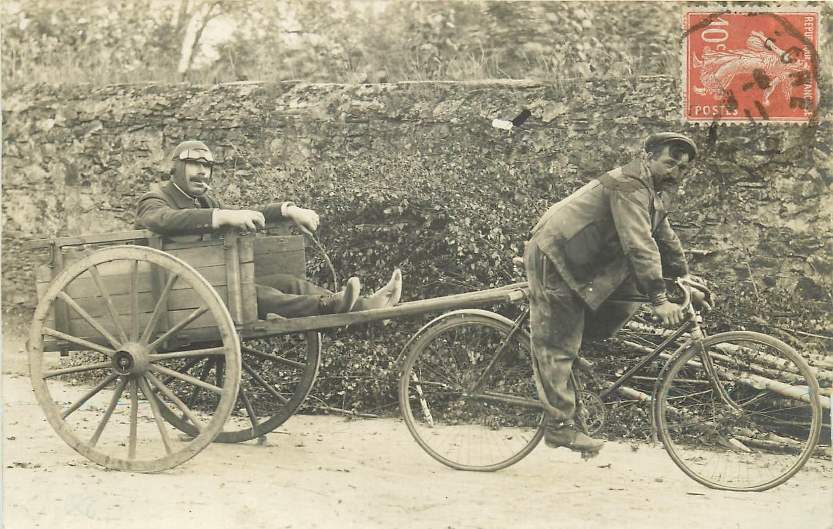 49 CANDE. Fêtards en vadrouille 1911. Casque de Pilote d'avion et attelage bicyclette. Photo carte postale