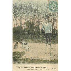 33 ANDERNOS LES BAINS. Bodin Chasseur de sangliers sur ses échasses et sa Meute de chiens 1906