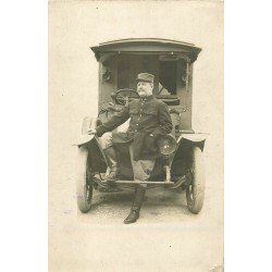 Rare Militaire devant une superbe voiture camionnette transport du courrier. Photo carte postale vers 1910...