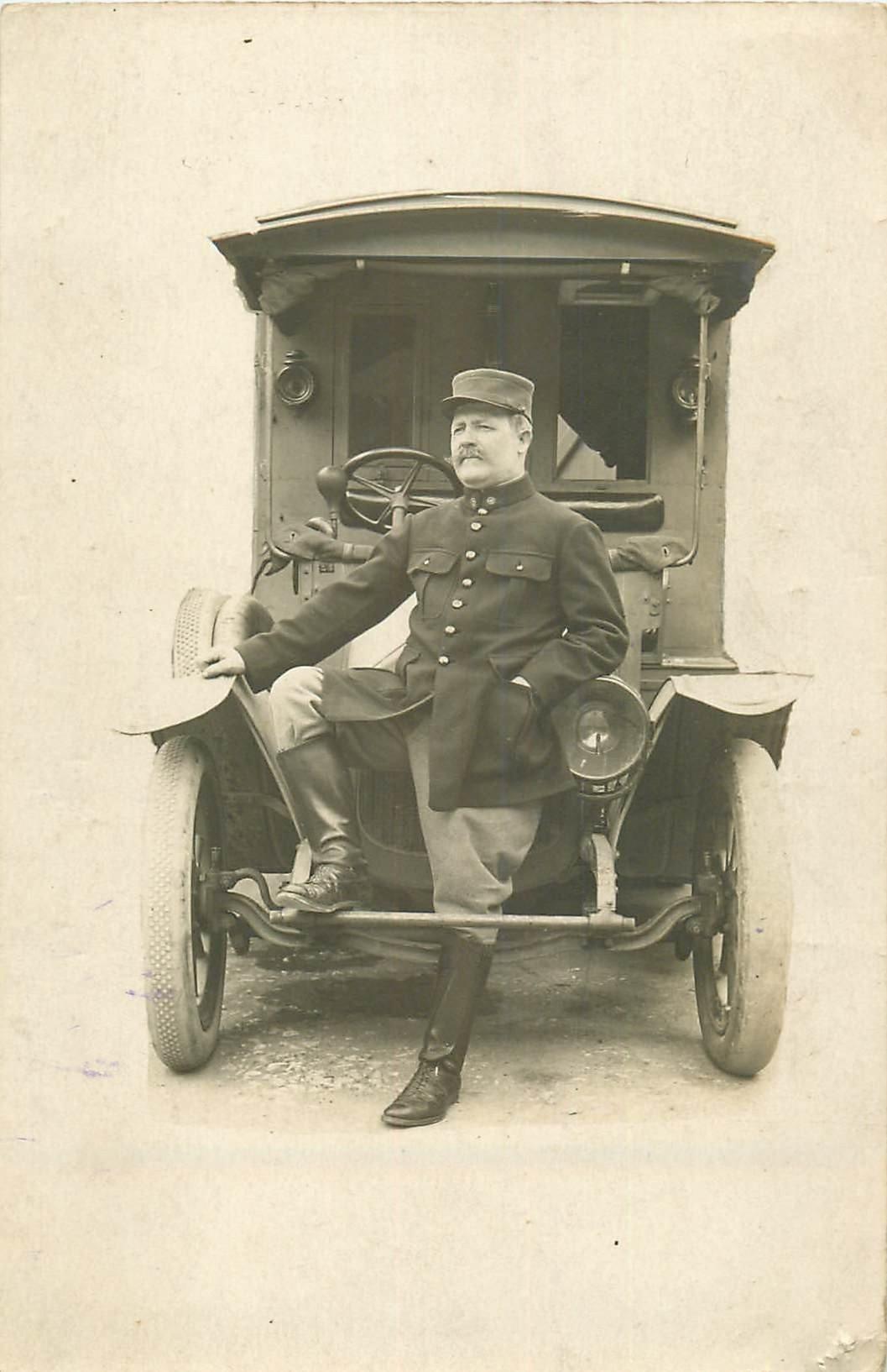 Rare Militaire devant une superbe voiture camionnette transport du courrie. Photo carte postale vers 1910...