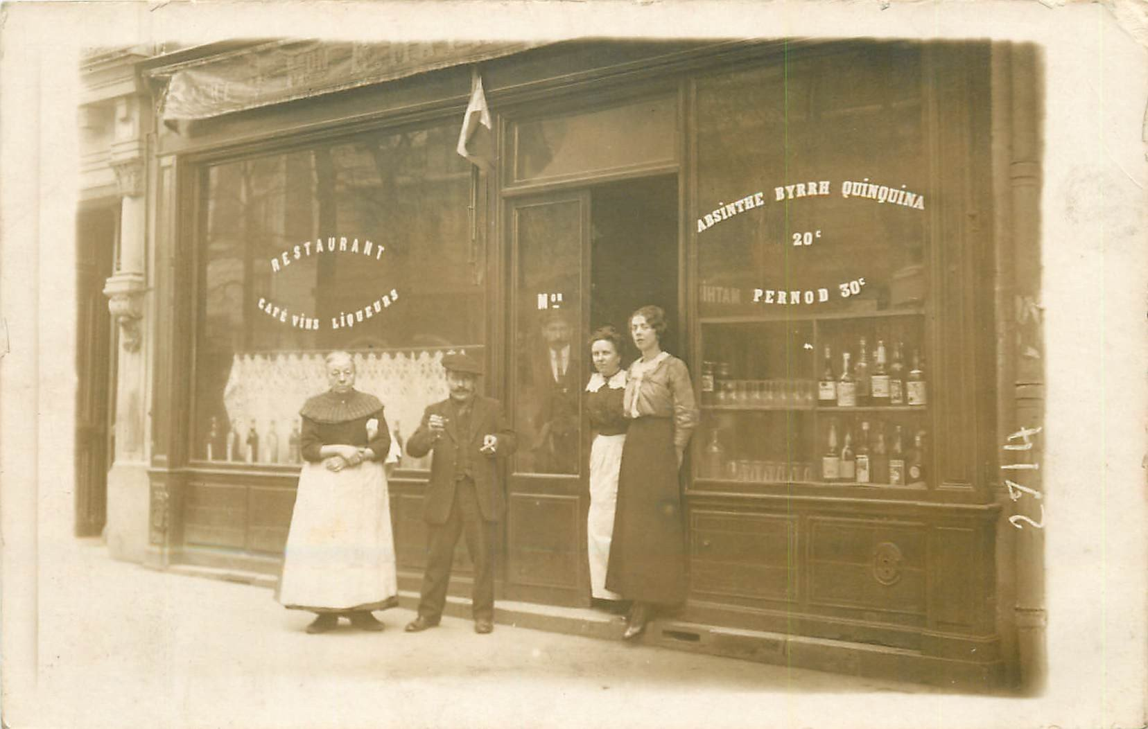 PARIS 11. Café Restaurant Mathieu 41 Rue Faidherbe. Rare Photo carte postale vers 1910