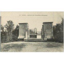 carte postale ancienne 02 LAON. Entrée du Cimetière allemand 1919