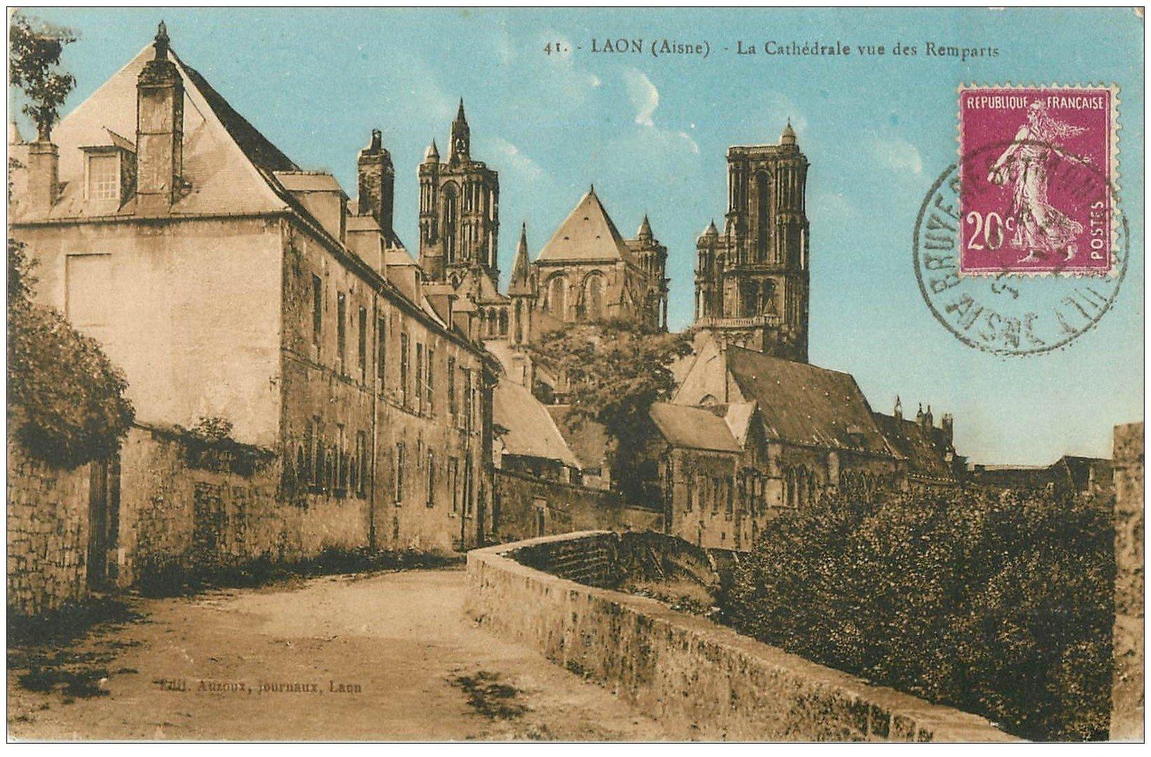 carte postale ancienne 02 LAON. La Cathédrale vue des Remparts