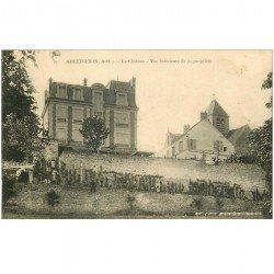 carte postale ancienne 95 ABLEIGES. Animation au Château 1908