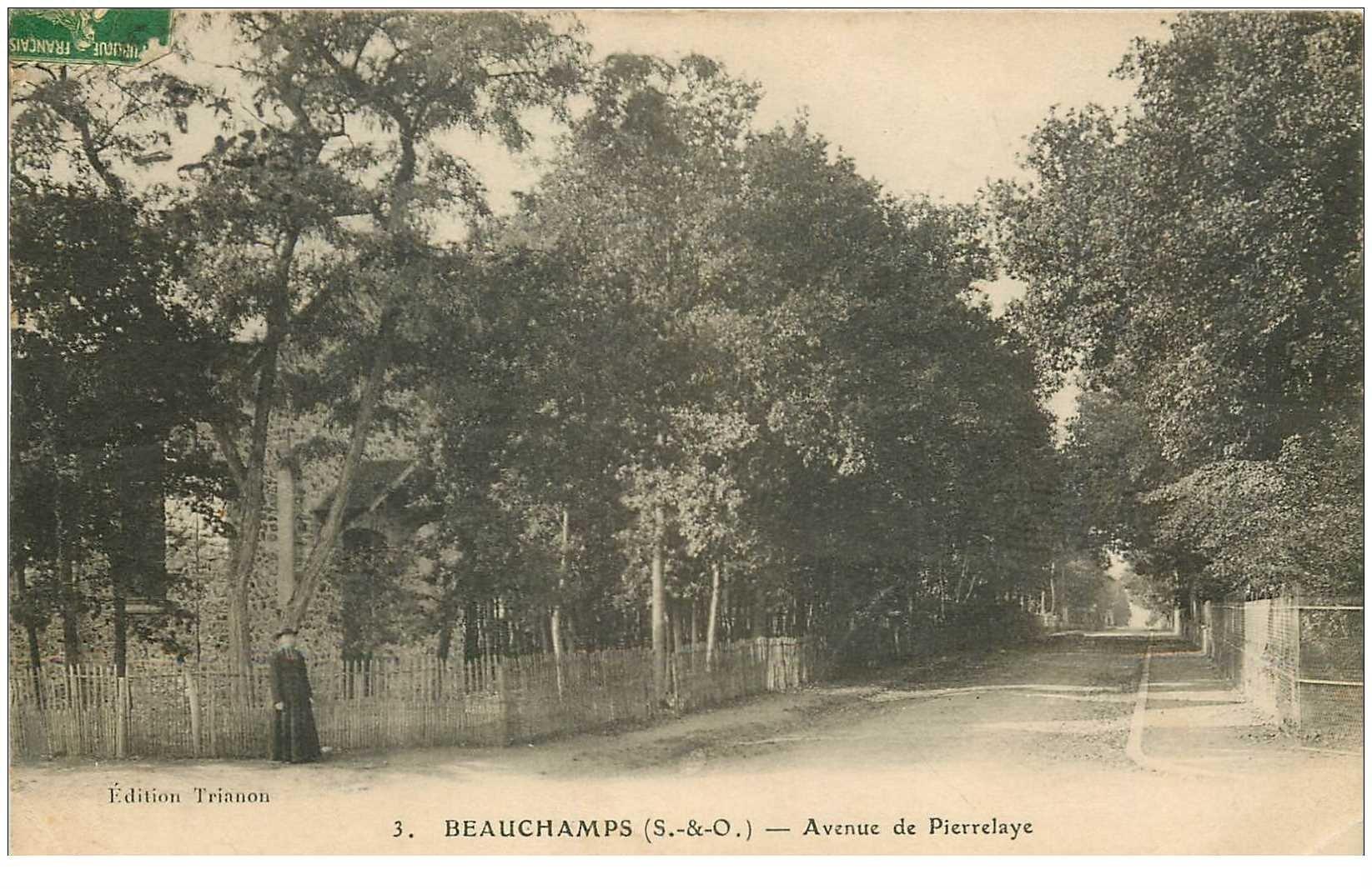 carte postale ancienne 95 BEAUCHAMPS. Avenue de Pierrelaye avec Curé 1915. Mini pli coin droit