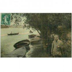carte postale ancienne 95 BEAUMONT SUR OISE. Canotage et Pêcheur sur l'Oise. Superbe carte toilée 1909 impeccable