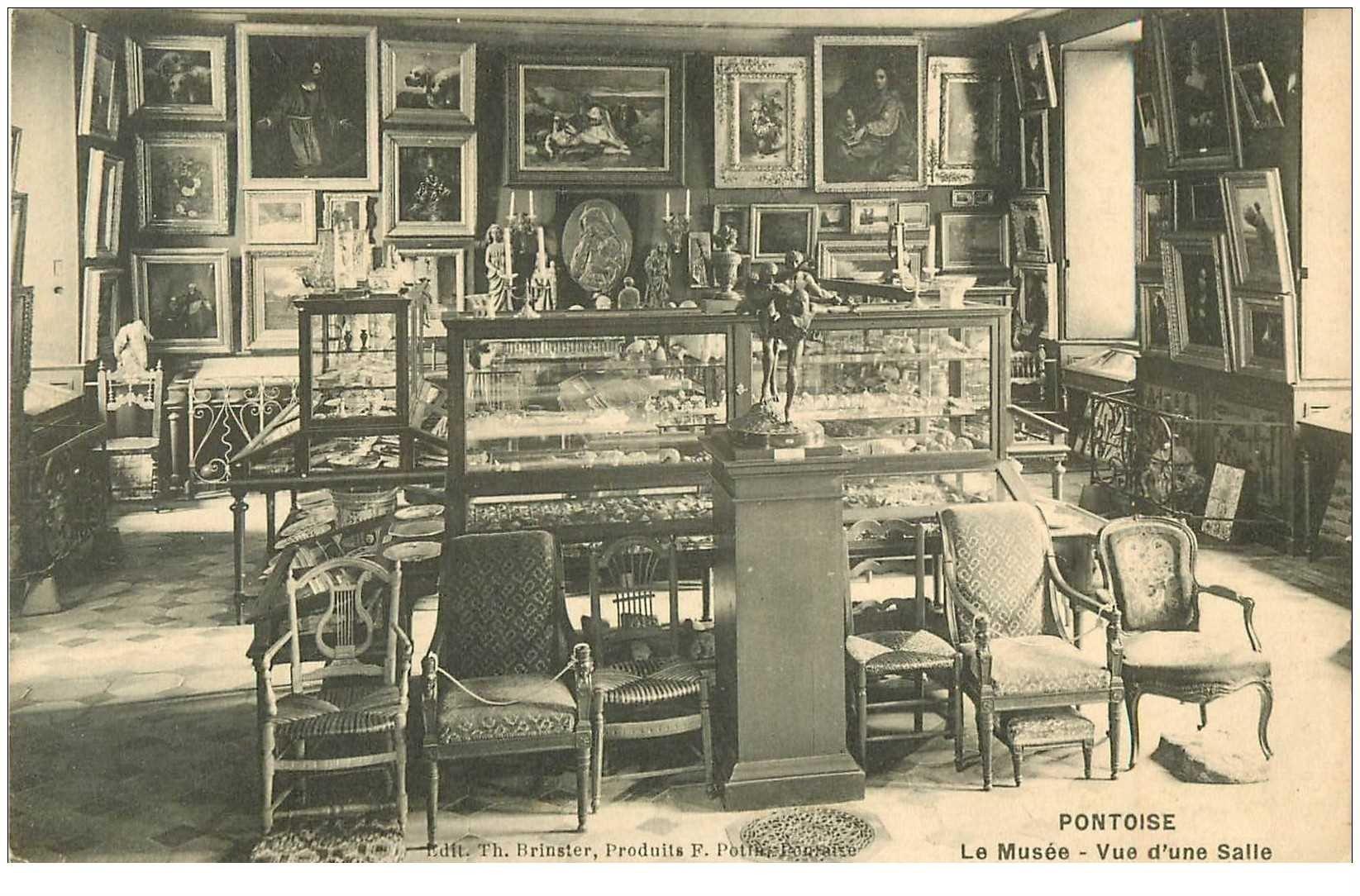 carte postale ancienne 95 PONTOISE. Le Musée Thavet une Salle vers 1912