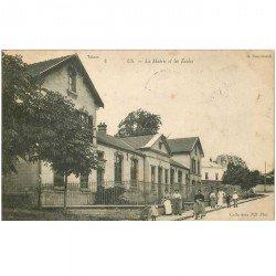 carte postale ancienne 95 US. Mairie et Ecoles 1905
