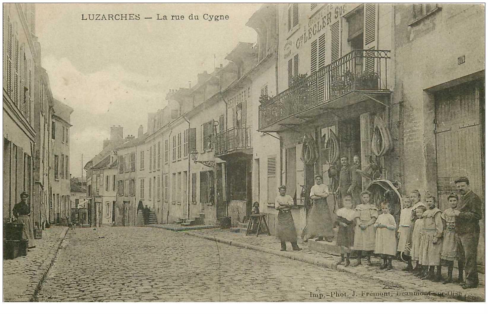 carte postale ancienne K. 95 LUZARCHES. La Rue du Cygne Sellerie Lecler 1907