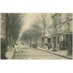 carte postale ancienne 94 LA VARENNE CHENNEVIERES. La rue du Pont avec Magasins de cartes postales 1917