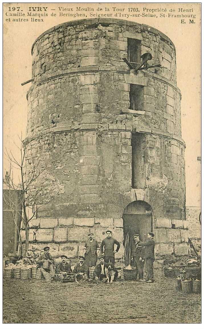 carte postale ancienne 94 IVRY SUR SEINE. Vieux Moulin de la Tour avec Vanniers confectionnant des protèges bouteilles en osier