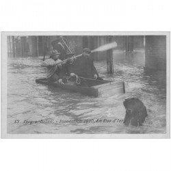 carte postale ancienne 94 IVRY SUR SEINE. Inondation de 1910 radeau de fortune rue d'Ivry