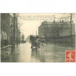 carte postale ancienne 94 IVRY SUR SEINE. Inondation de 1910 déménagement par attelage rues de Seine et Nationale