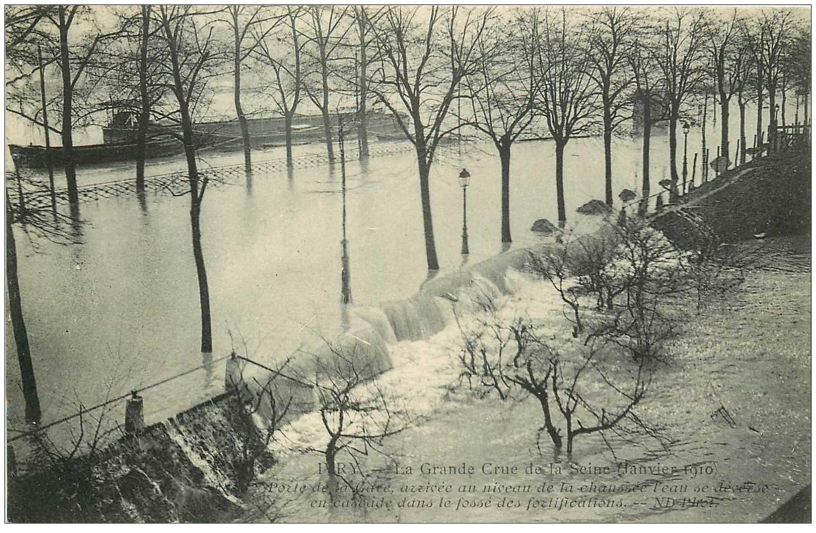 carte postale ancienne 94 IVRY SUR SEINE. Inondation de 1910 Porte de la Gare
