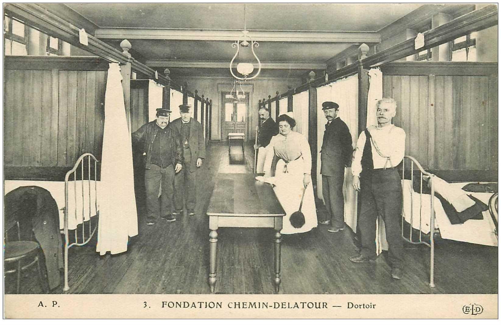 carte postale ancienne 94 IVRY SUR SEINE. Dortoir Fondation Chemin Delatour. Carte déliassée mais propre...
