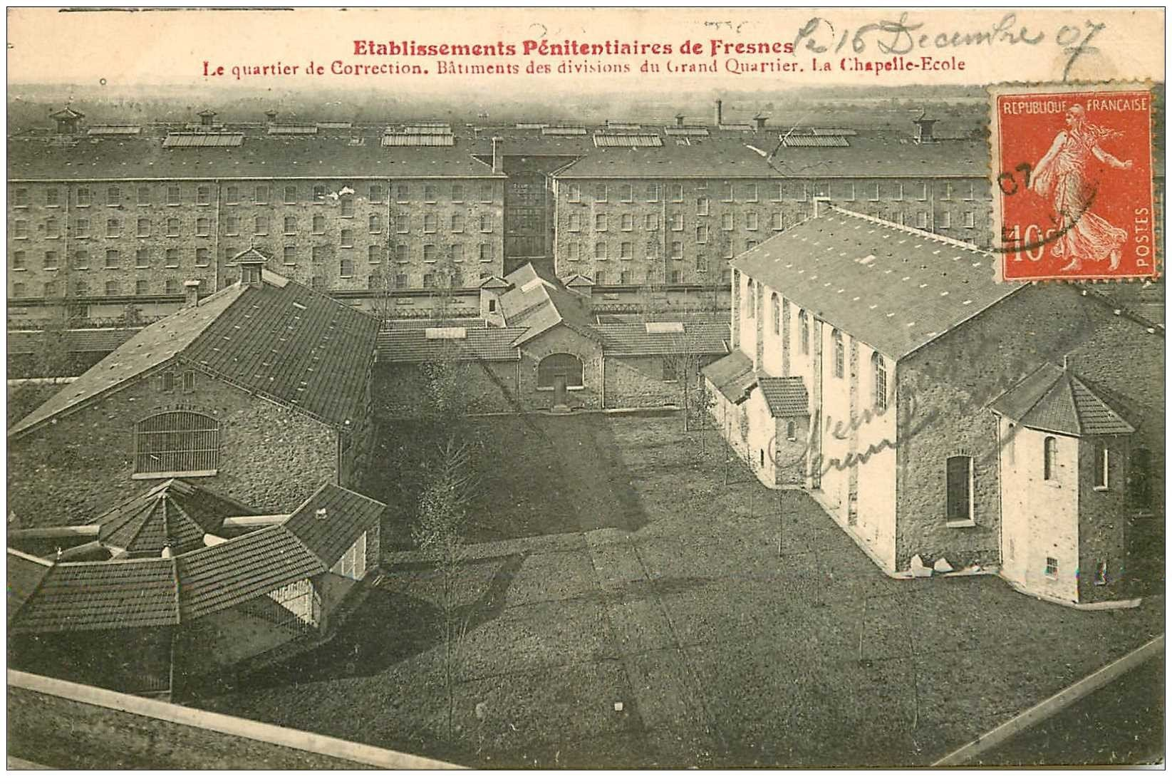 carte postale ancienne 94 FRESNES. La Prison. Quartier de Correction Chapelle Ecole 1907