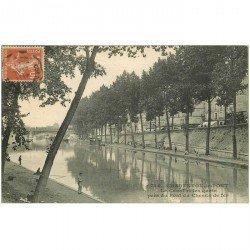 carte postale ancienne 94 CHARENTON LE PONT. Pêcheurs sur les Quai au Canal 1914