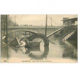 carte postale ancienne 94 CHARENTON LE PONT. Débarcadère des Bateaux Parisiens Crue de la Seine en 1910